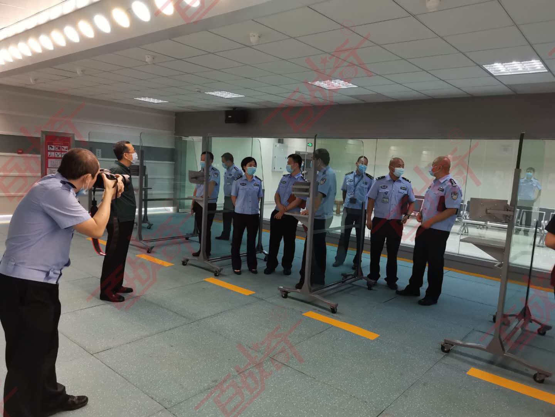 机场公安局领导莅临实弹射击靶场